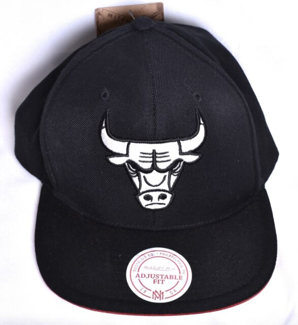 cb5ac63e3c8 CHICAGO BULLS Mitchell   Ness Black 1990 Snapback Hat Cap Adjustable NBA    ...