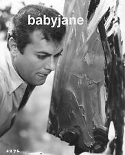 087 TONY CURTIS CANDID AS HE'S PAINTING PHOTO