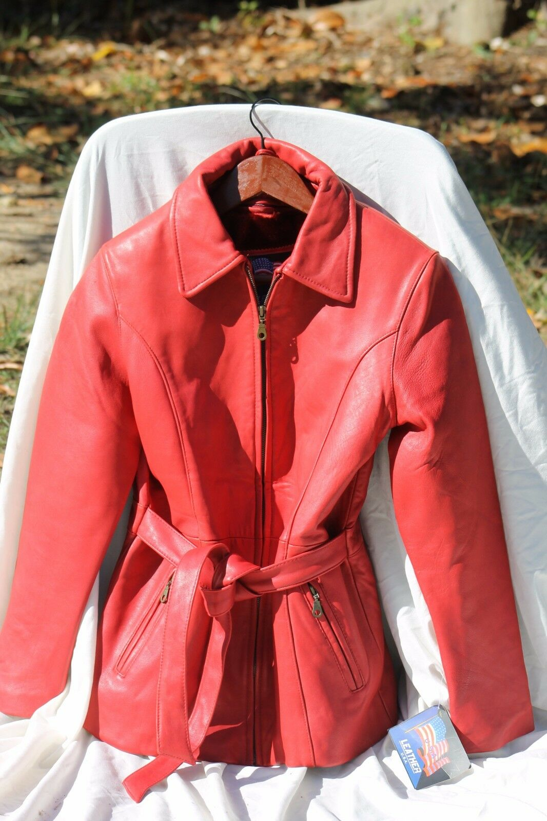 Women's SM red leather coat, zip-front, belted, removeable lining, new, Made USA