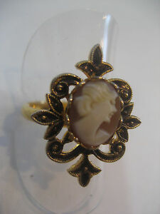 CAMEO-RING-WITH-CARVED-SHELL-CAMEO-FROM-ITALY-034-PRIVATE-COLLECTION-034