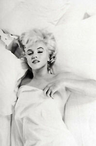 Marilyn Monroe Sat Naked on a Chair Framed Print Picture Poster Art Film