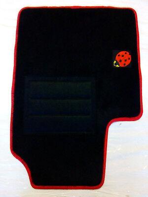 Set Completo di Tappetini in Moquette su Misura Neri con Bordo Rosso e Ricamo a Filo Rosso e Blu Tappeti per auto