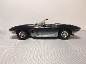 1961-Mako-Shark-Corvette-ZL-1-1-18-Scale-Diecast