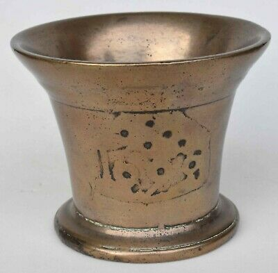Michael Finlay ENGLISH DECORATED BRONZE MORTARS AND THEIR MAKERS