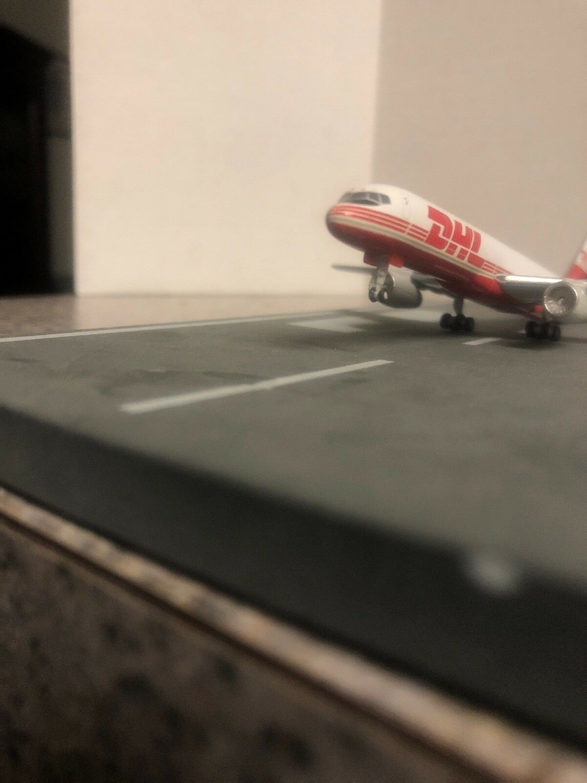 GJ 400 scale diecast model DHL Air Boeing Boeing Boeing 757-23APF Commercial Airliner OO-DLJ 14c5fd
