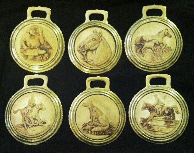 Lot de 6 cheval thème Porcelaine bisque Harnais laiton RARE early WOW vos murs