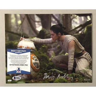120605 Daisy Ridley Signed 8x10 STAR WARS Topps Photo Rey AUTO BAS WITNESSED COA