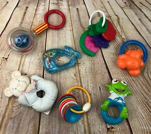 vintage-lot-of-7-baby-rattles-80-034-90-034-fisher-price-J-amp-J-First-Years-bears-frog