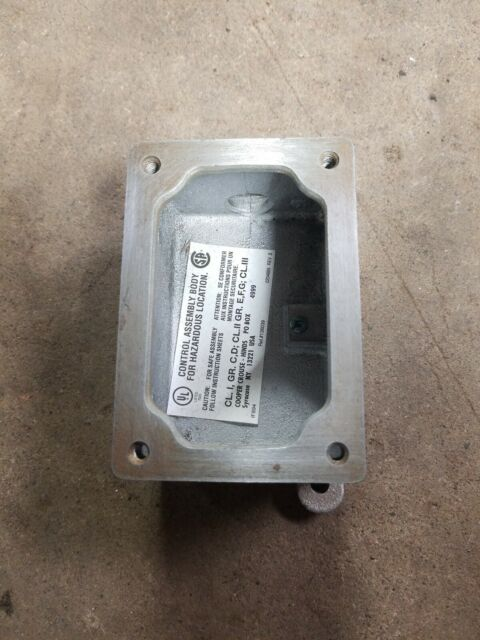 """Crouse-Hinds Explosion Proof Device Box EDS 271 3//4/"""" Used"""