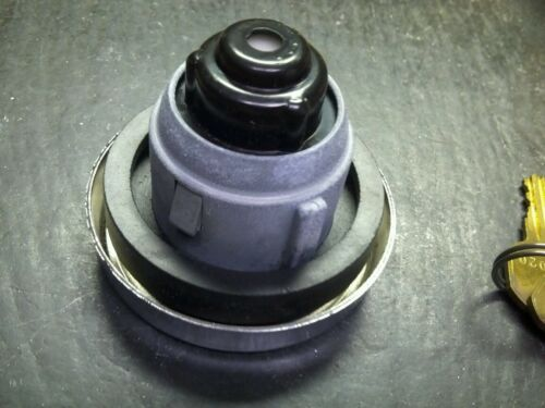 EDELMANN EG-791E LOCKING VINTAGE AUTOMOTIVE FUEL CAP GAS TANK