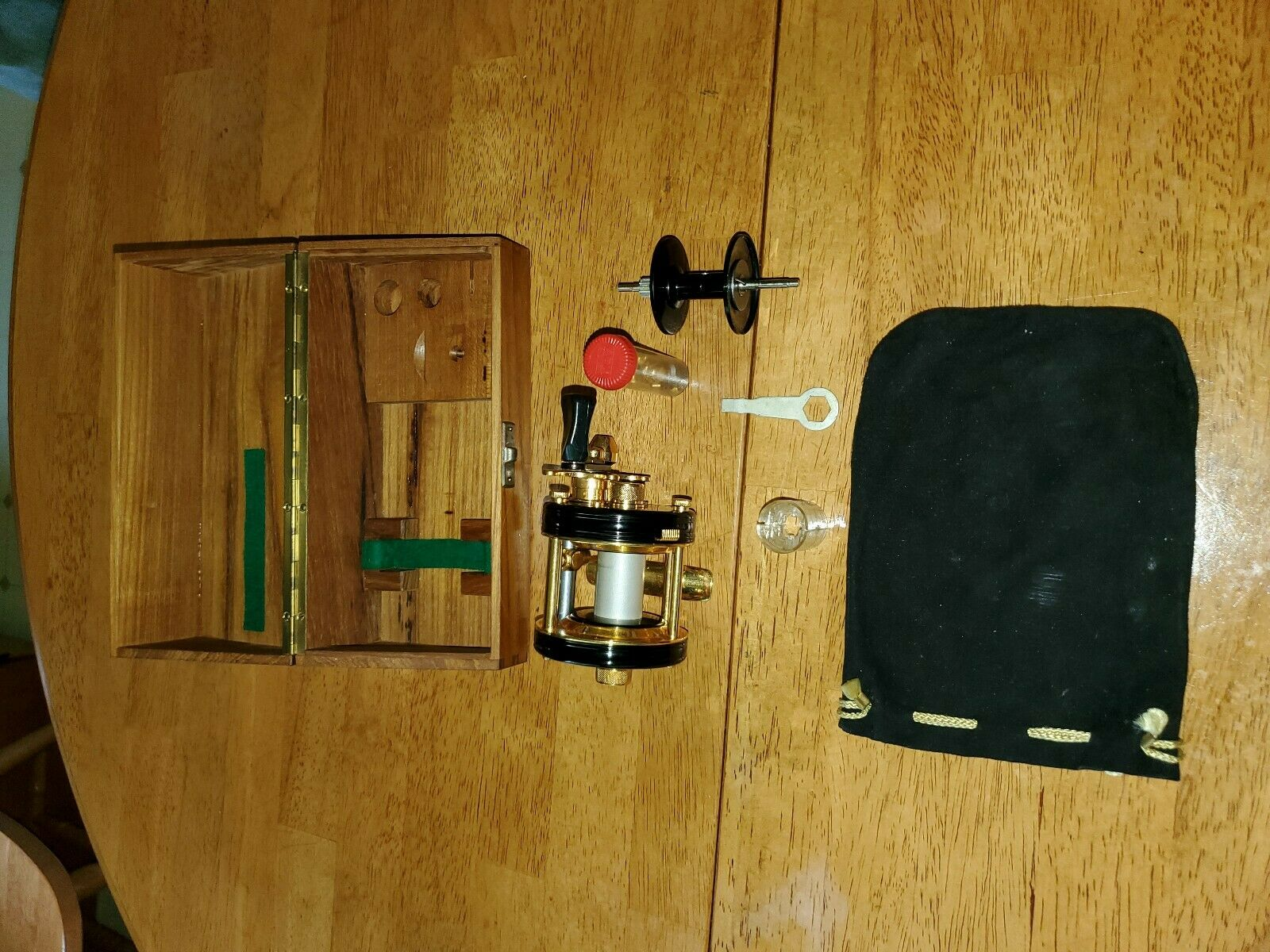 Abu Ambassadeur 5000C De  Luxe Deluxe Fishing Reel CDL gold W Original Box  first time reply