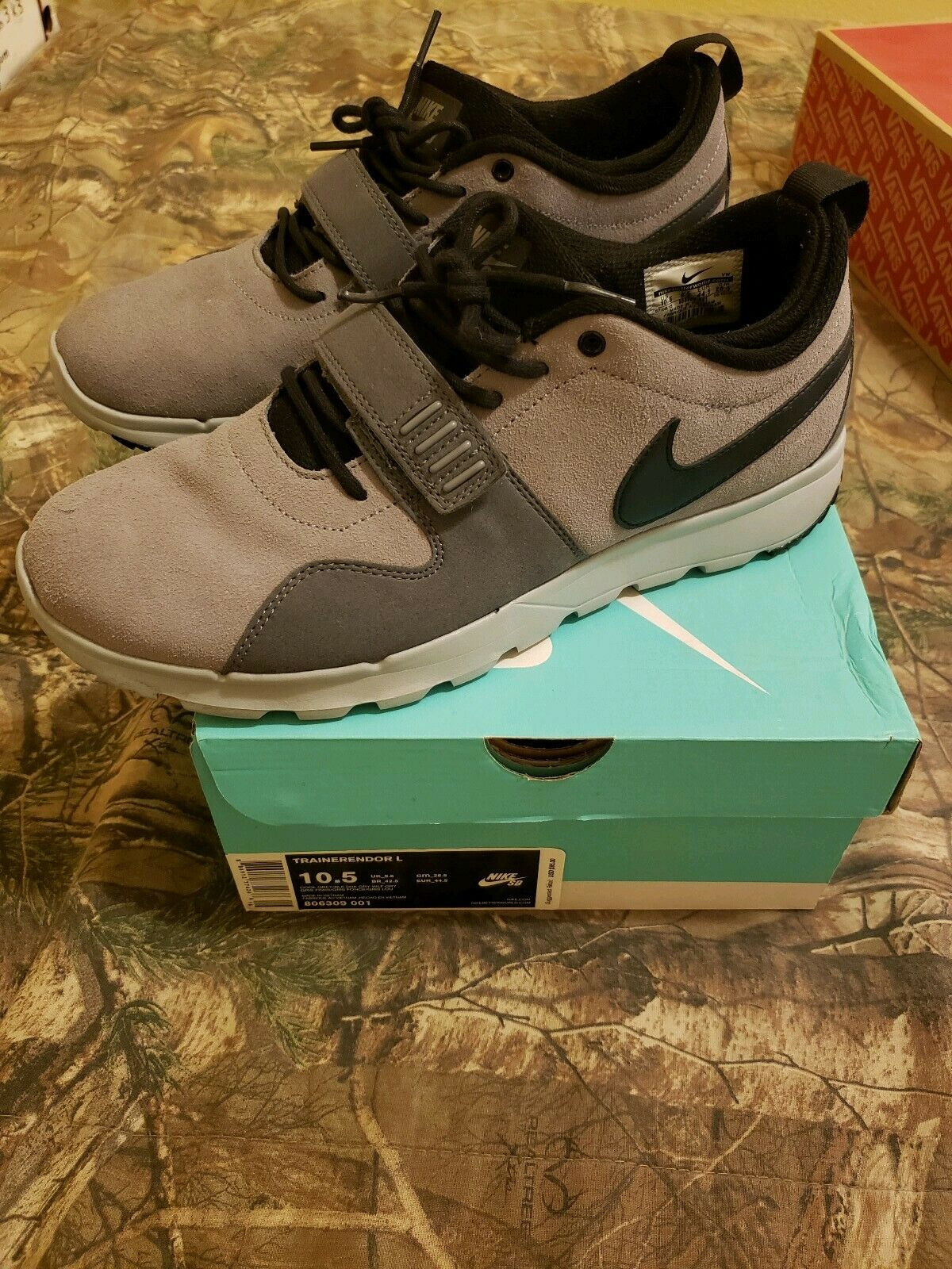 Nike sb trainerendor L grey and black 10.5 with box excellent condition