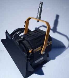 DeSisti-Leonardo-1kw-Model-310-Fresnel-Spotlight-Light-w-barndoors-C-clamp