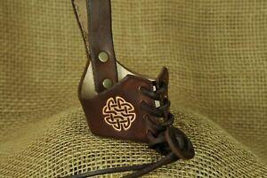 Trinkhorn-Halter-Keltischer-Knoten-Leder-braun-0-3-0-5l-Halter-Lederhalter