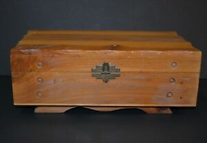 VINTAGE-FOOTED-WOOD-STORAGE-TRINKET-JEWELRY-CHEST-10-5-BY-6-25