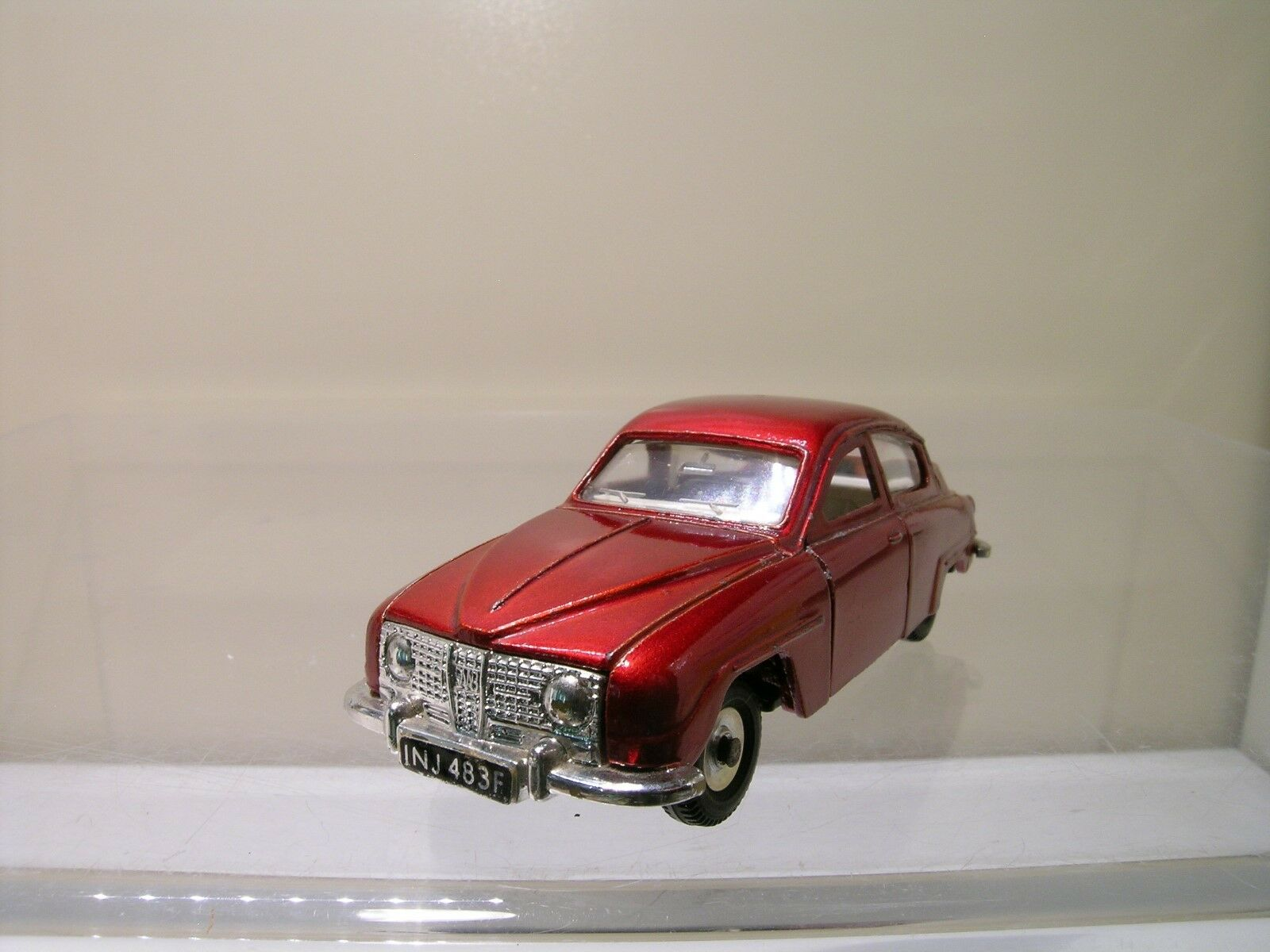 DINKY TOYS SAAB 96 SEDAN METALLIC RED NEAR-MINT SCALE 1 43
