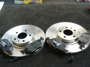 ALFA-ROMEO-156-147-GT-GTV-disques-de-frein-avant-amp-plaquettes-nouveau
