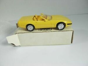 ERTL 1995 Corvette Convertible YELLOW-6654-FREE SHIPPING