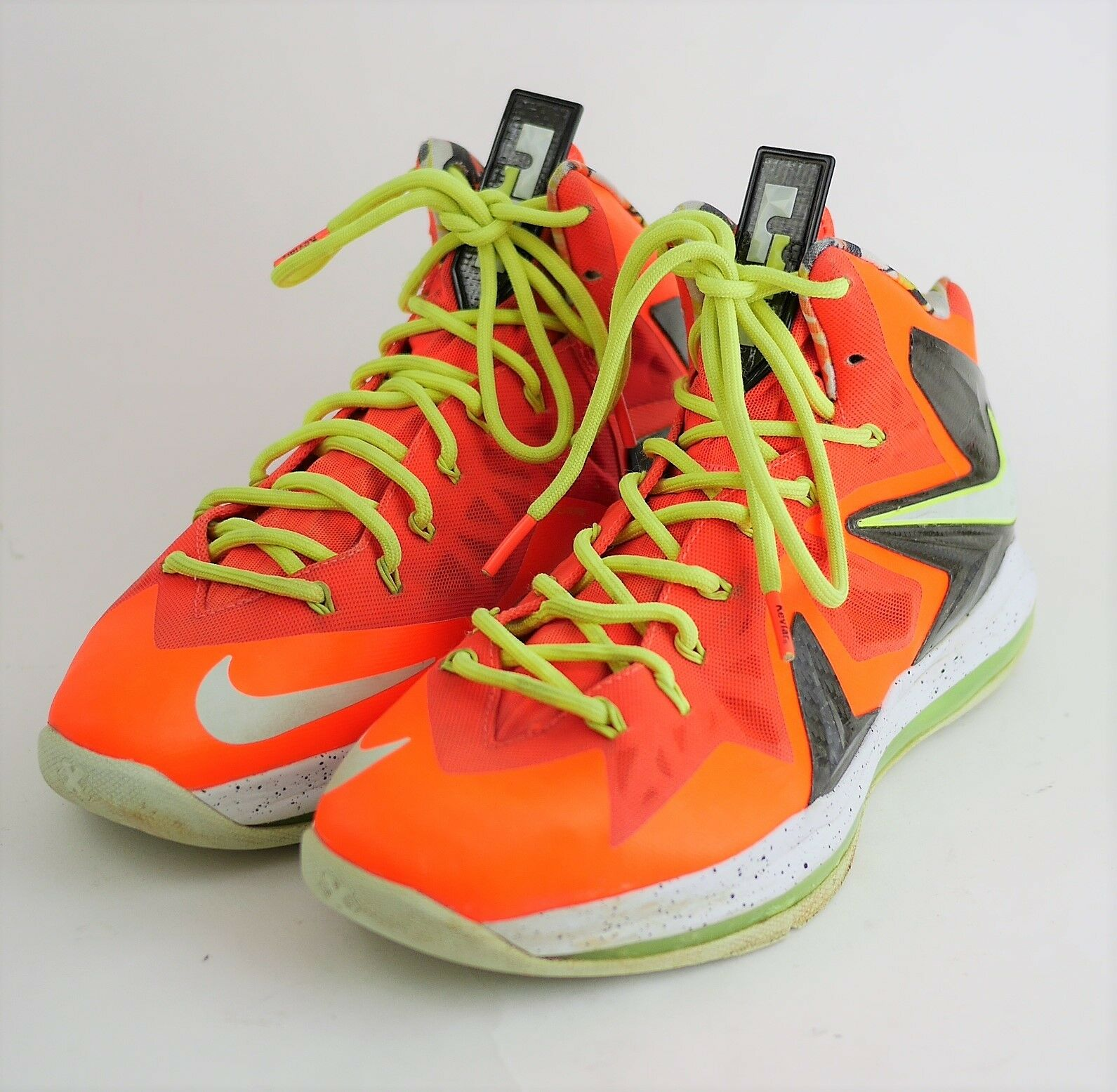 NIKE LEBRON JAMES FLYWIRE Mns 9.5 NEON orange BASKETBALL HIGH TOP SNEAKERS SHOES