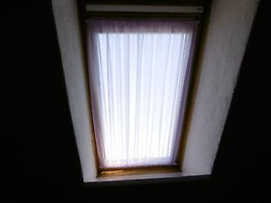 scheibengardine flieder dachfenster 98cm hoch velux spanngardine gardine ebay. Black Bedroom Furniture Sets. Home Design Ideas