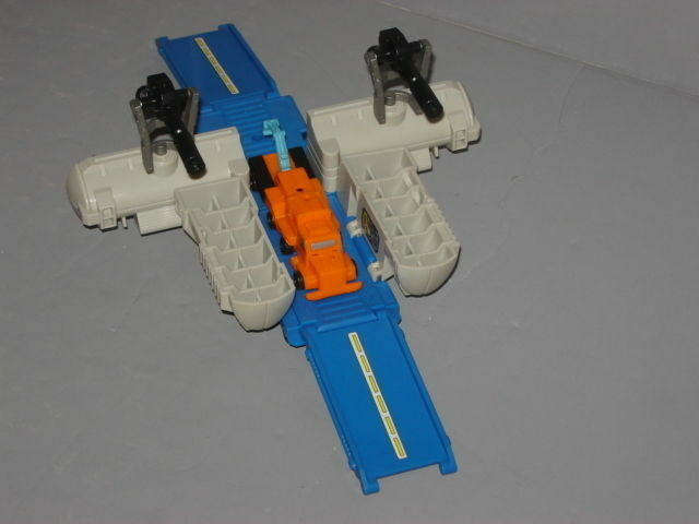 G1 TRANSFORMERS AUTOBOT MICROMASTER BASE TANKER TRANSPORT COMPLETE LOT