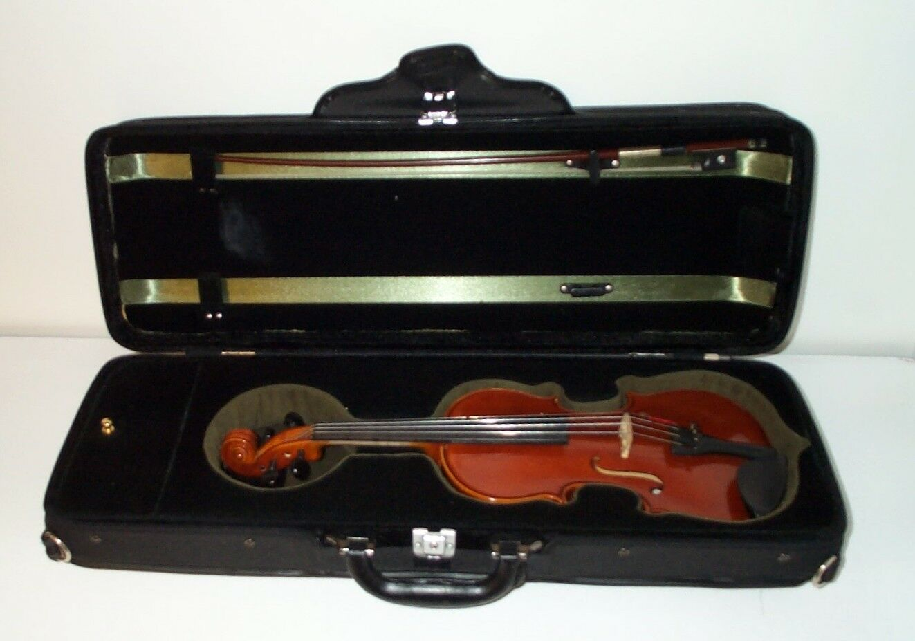 H. SIEGLER 1 4 VIOLIN DELUXE MODEL HS 40 W  CASE AND BOW