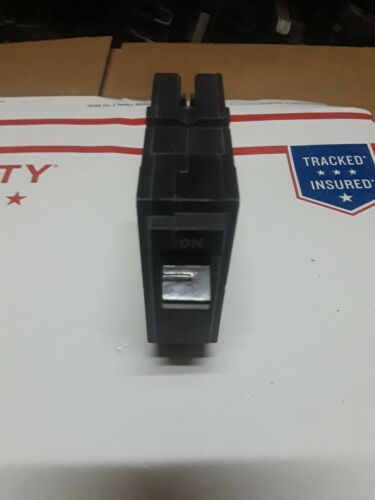 GE CIRCUIT BREAKER THQL1120 PLUG IN TYPE 20A 1 POLE VOLTS *** Lot of 2 NEW