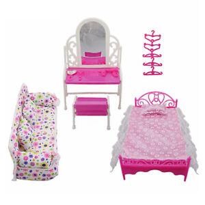 Barbies-Munecas-Rosa-aderezo-de-cama-conjunto-Mesa-y-Sillas-Muebles-De-Dormitorio-Casa-De-Juego