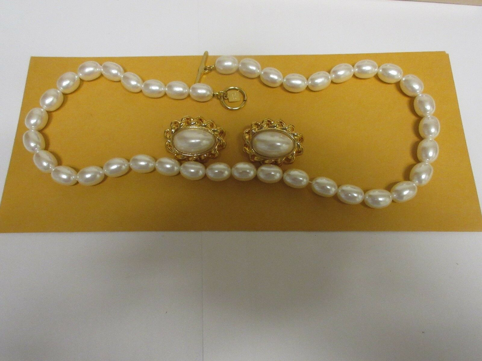 Costume Jewelry , Vintage , Anne Klein , Pearl Necklace