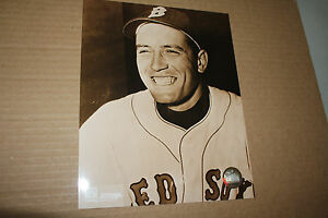 BOSTON-RED-SOX-JIMMY-PIERSALL-UNSIGNED-8X10-PHOTO-POSE-1