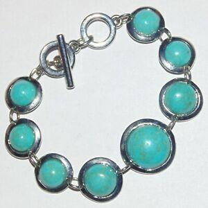 Faux-turquoise-graduated-round-cabochon-shiny-silver-tone-toggle-clasp-bracelet