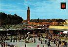 CPM MAROC-Marrakech-Place Djemaa El Fna et la Koutoubia (328864)