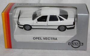 Gama-1-43-Metallmodell-51161-Opel-Vectra-Stufenheck-weiss-Neu-in-OVP