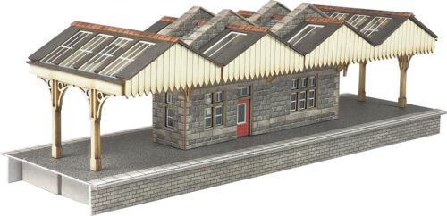 Metcalfe PN922 N Scale Island Platform Building F1