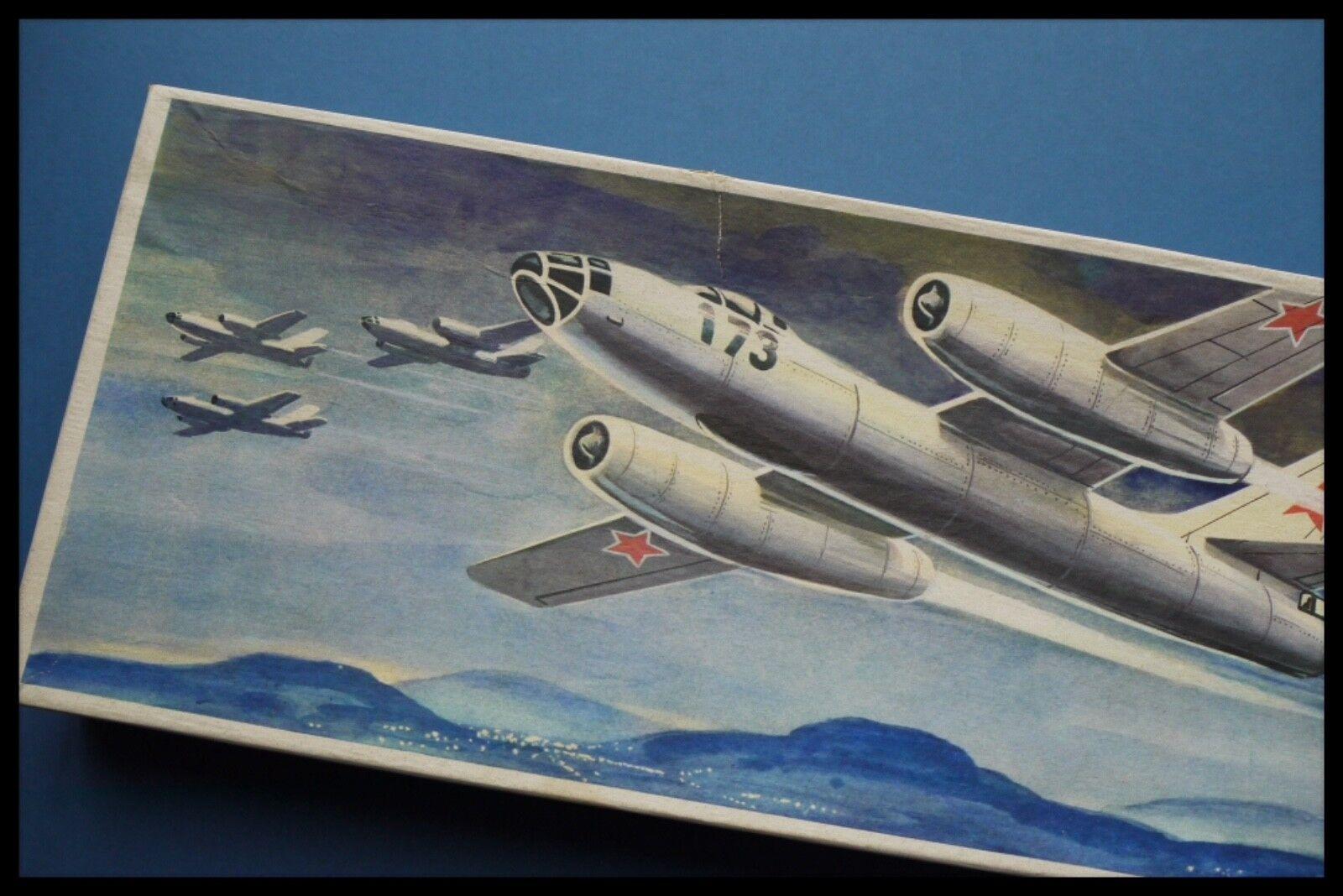 VEB PLASTICART IL-28 1 100 Scale Model Kit Box Made In GDR 1977