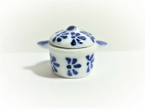 Dollhouse-Miniature-Large-Glass-Stock-Soup-Pot-with-Lid-Blue-amp-White-1-12-Scale