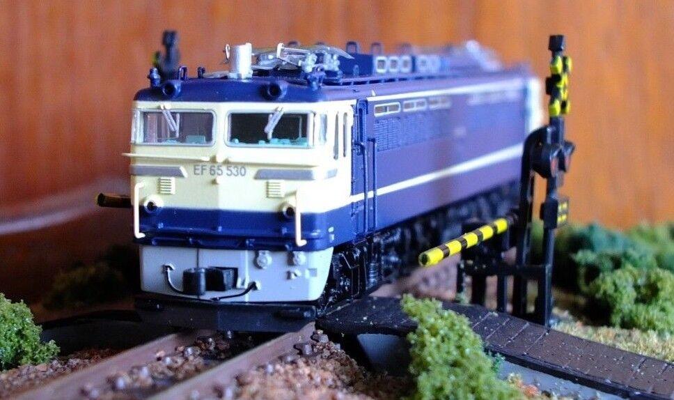 Micro Ace A1763 N-Gauge EF65-530 electric locomotive in JR azul & cream livery
