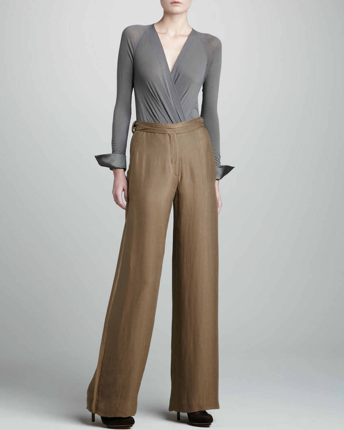 women Karan Beige Wide Leg Tissue Crepe Trousers Shadow Dust Size 8  950.00