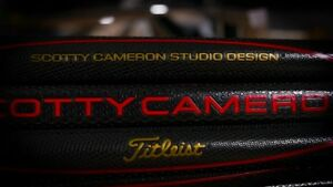 2019-New-Scotty-Cameron-Black-Red-Gold-MATADOR-GRIP-Small-Medium-Large
