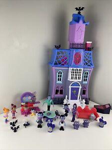 Disney Junior Vampirina Scare B & B Playset with Figures and More