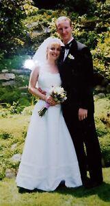 Oleg-Cassini-A-line-White-Wedding-Dress-Size-8-EXCELLENT