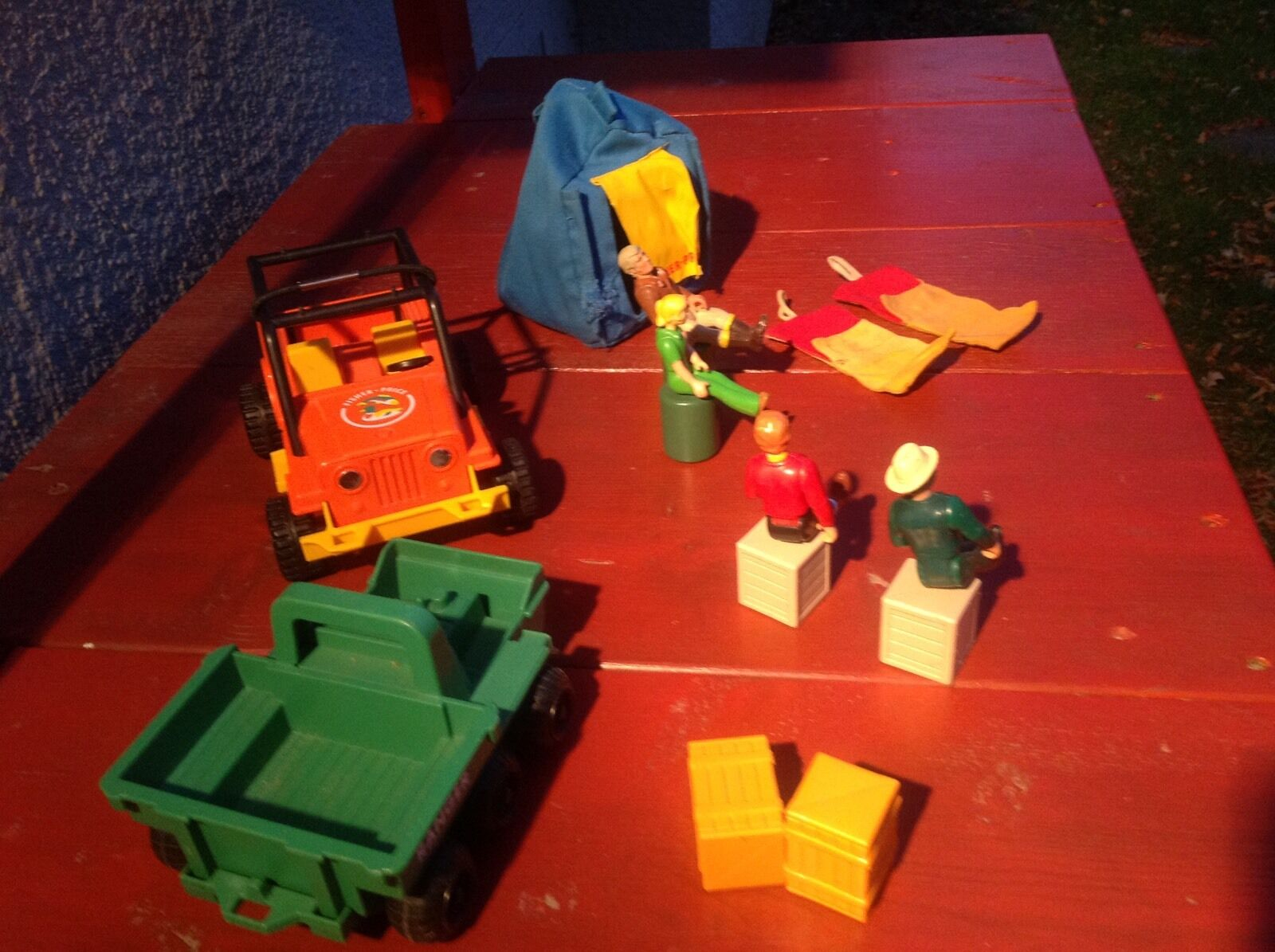 Fisher Price Adventure People-Action Figures,Jeep,tent And And And More-Look  adf9b3