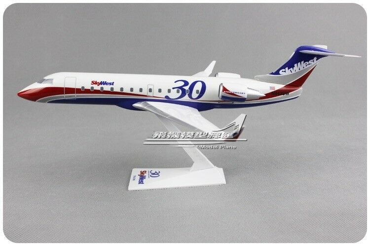 1 100 SkyWest BOMBARDIER 30TH ANNIVERSARY Airplane ABS Plastic Assembled Model