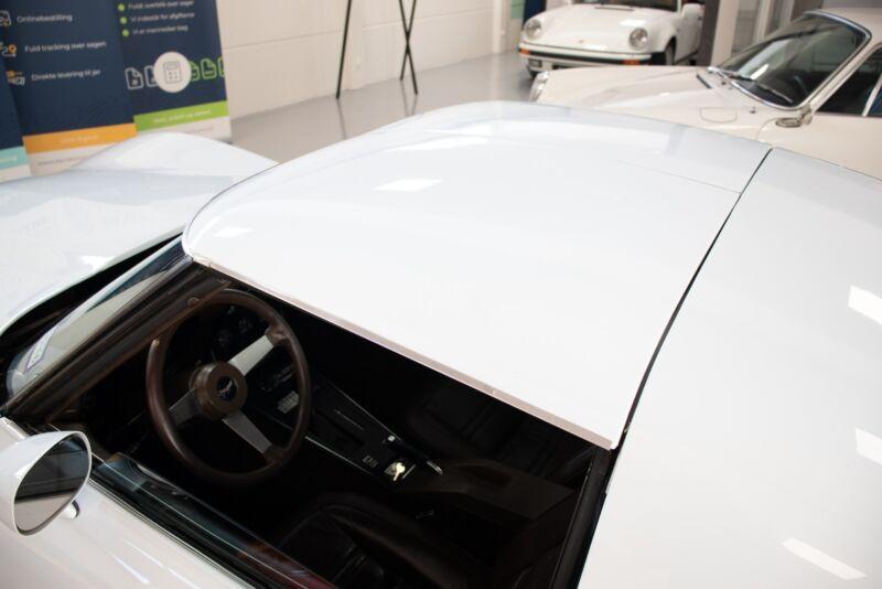 Chevrolet Corvette V8 Stingray - 11