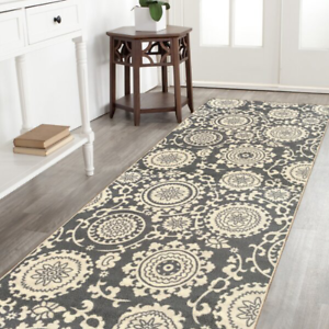 Maidste Floral Hooked Gray/Ivory Rug
