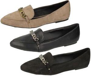 f80042- Damen SpotOn Spitz Flach Schuhe mit Kette Detail 3 Stile