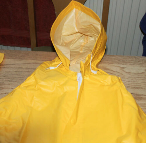 Set Keep Dry WaterProof Foul Weather Storm Suit Visible Yellow