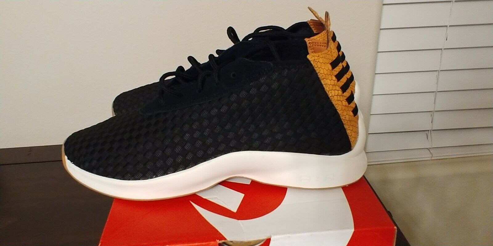 NIKE AIR WOVEN BOOT SIZE 10