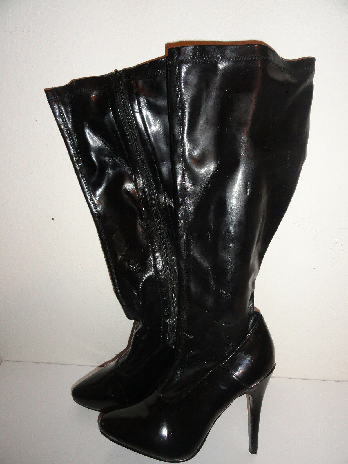 WOMEN'S BLACK ZIPPERED KNEE HIGH BOOTS FROM ELLIE-SIZE 8