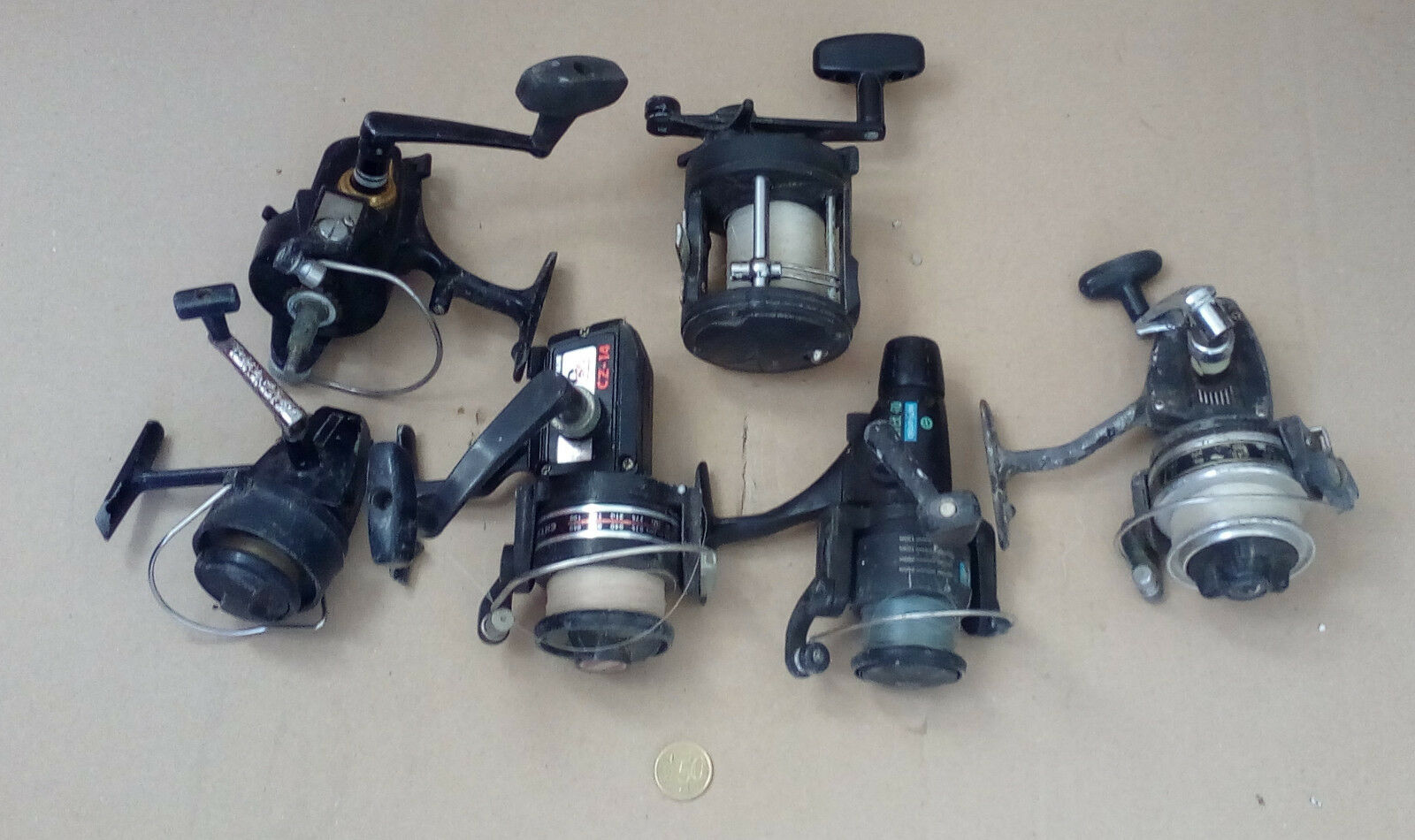 Lot  of 6 old fishing reels different  comfortably